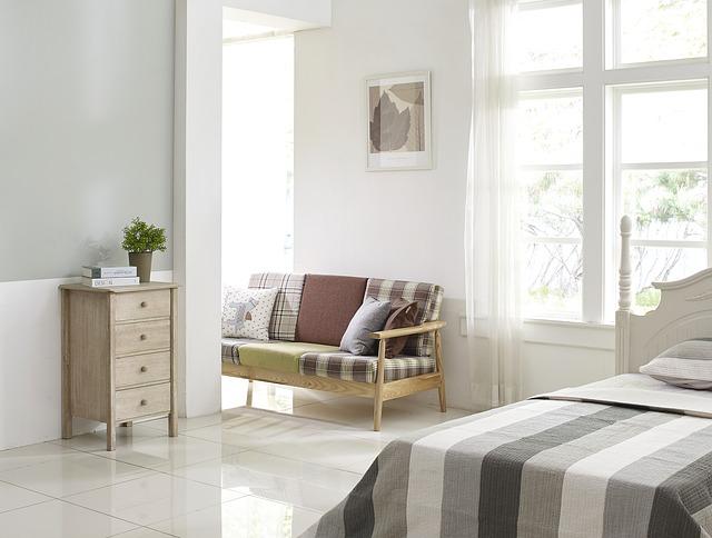 gaučík u ložnice